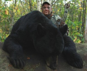 Jon Hanson - Tiffin, IA 440 lb. black bear