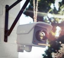 birdhouse-that-looks-like-a-cctv-security-camera-thumb
