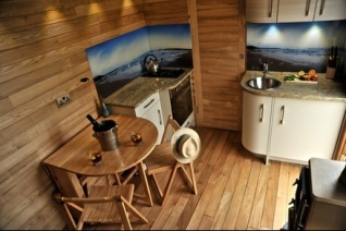 hot-tub-tiny-home-on-wheels-5