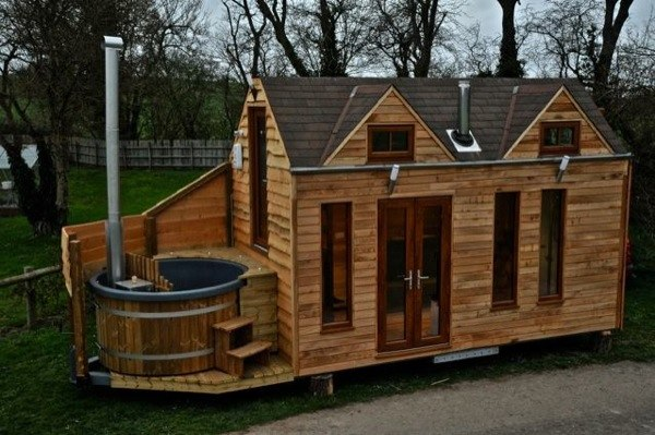 hot-tub-tiny-home-on-wheels